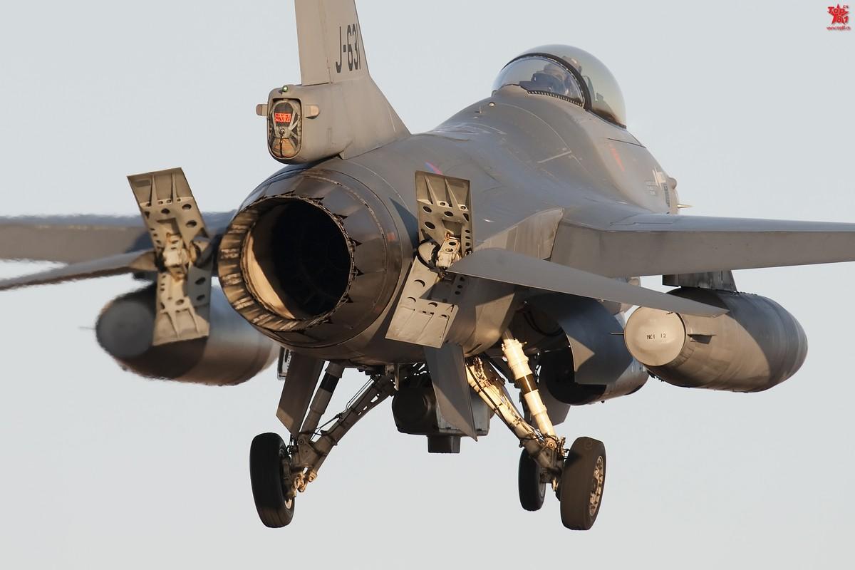 最丑陋的F16照片