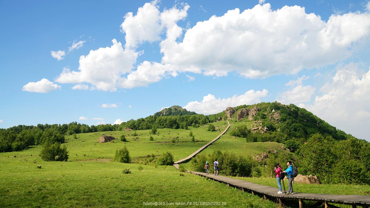 0,白草畔自然风景区,位于房山区霞云岭乡,百花山主峰南翼,主峰
